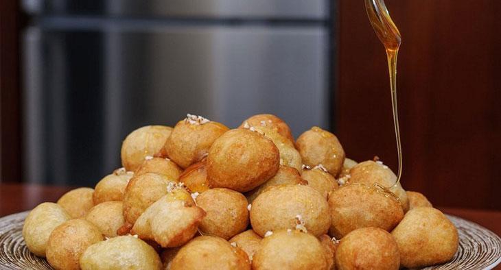 Τραγανοί λουκουμάδες με ούζο & μέλι