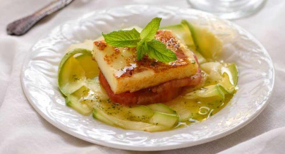 Μαλακό τυρί Μαστέλο® με ντομάτες, κολοκυθάκια & λάδι δυόσμου